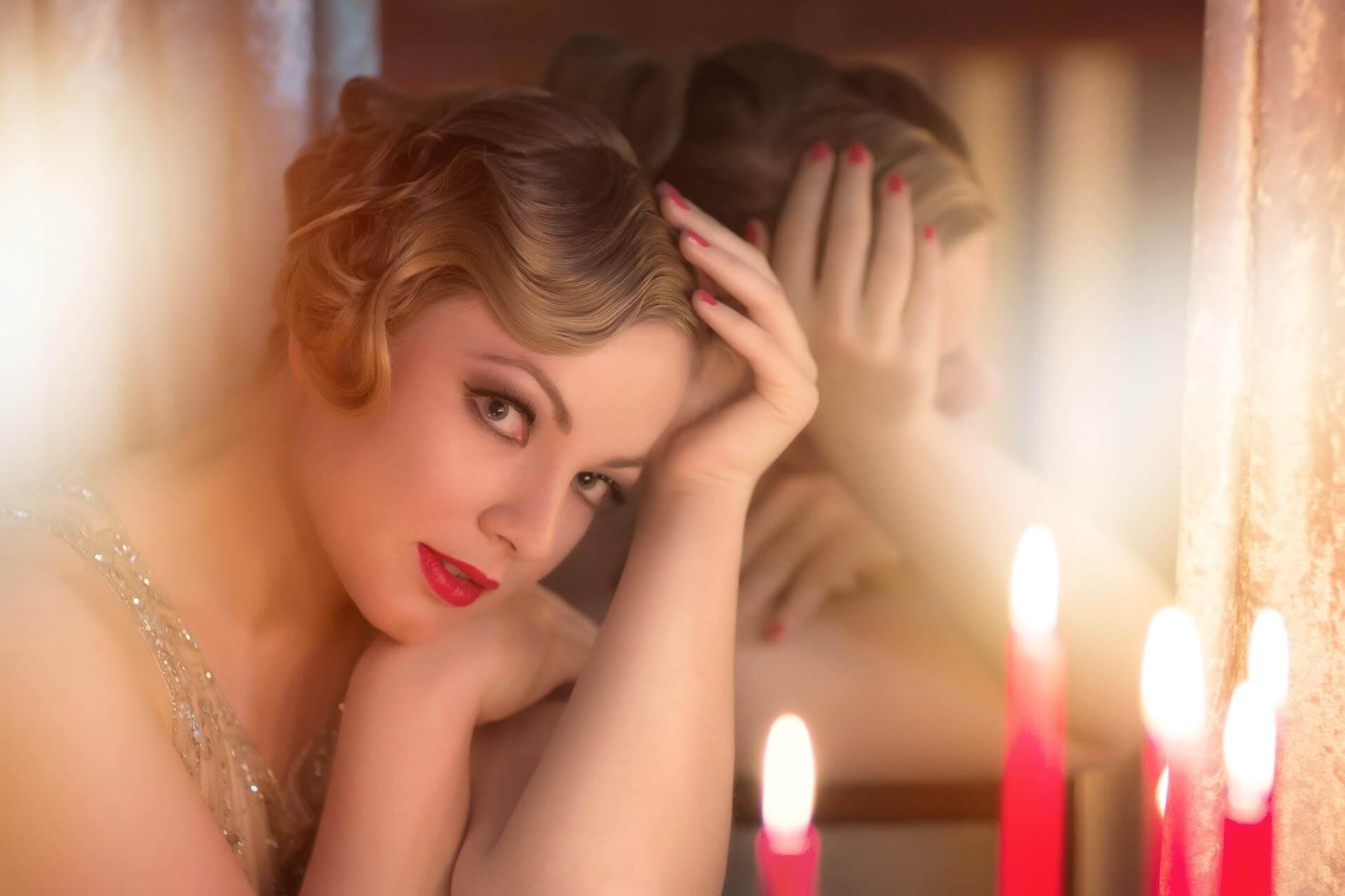 Fotostudio-Dresden-Fotograf-20iger Jahre-Shooting-Dress-Spiegel-Candles-Kerzen