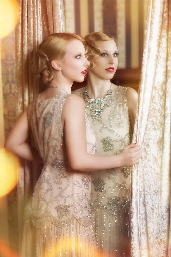 Halbportrait-Fotostudio-Dresden-Fotograf-20iger Jahre-Shooting-Spiegel-Dress
