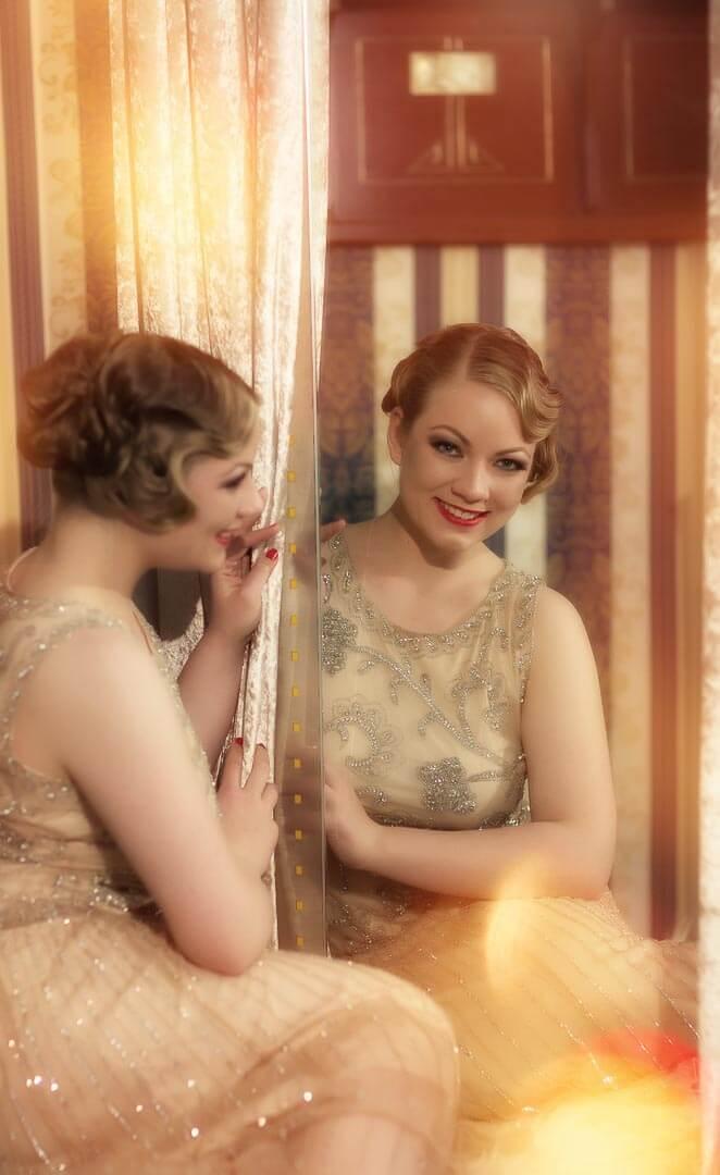 Halbportrait-Fotostudio-Dresden-Fotograf-20iger Jahre-Shooting-Dress-Spiegel