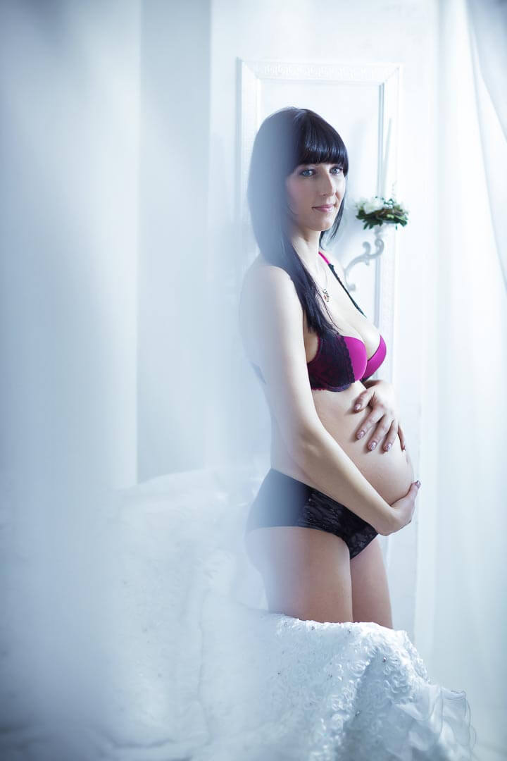 Fotostudio-Dresden-Boudoir-Dessous-Corsage-Pregnant-Styling-Make up-Bedroom-Private-Schmuck