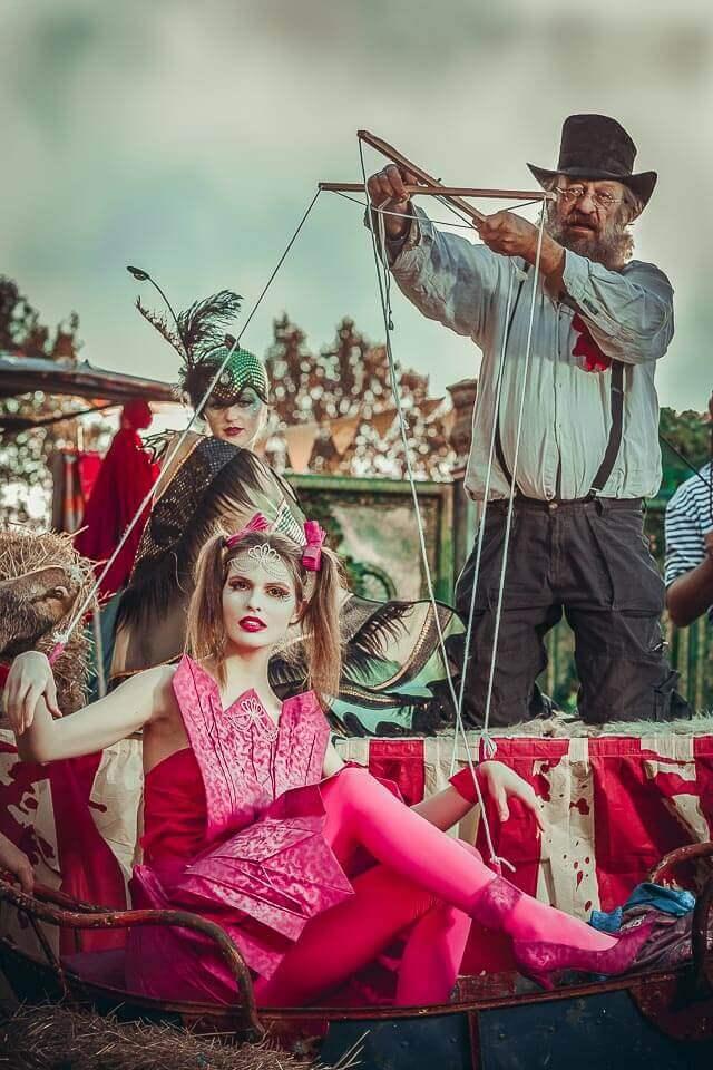 Fotograf-Fotostudio-Dresden-Marionette-Zirkus-Shooting-Künstler-Artisten-Clown-Vorstellung-Styling-Make up-Unterhaltung