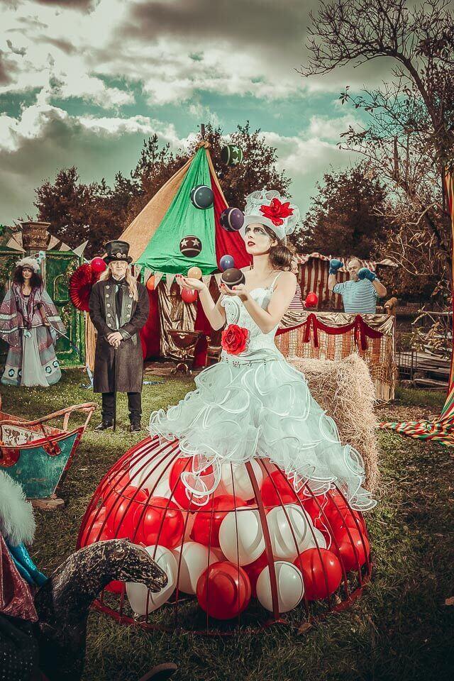 Fotograf-Fotostudio-Dresden-Zirkus-Kostüm-Ballons-Shooting-Künstler-Artisten-Clown-Vorstellung-Styling-Make up-Unterhaltung