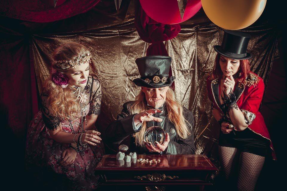Fotograf-Fotostudio-Dresden-Zirkus-Kostüm-Shooting-Zauberei-Künstler-Artisten-Clown-Vorstellung-Styling-Make up-Unterhaltung