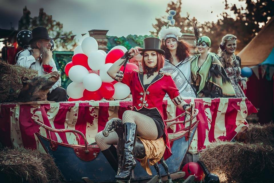Fotograf-Fotostudio-Dresden-Zirkus-Kostüm-Shooting-Künstler-Artisten-Clown-Vorstellung-Styling-Make up-Unterhaltung-Ballons