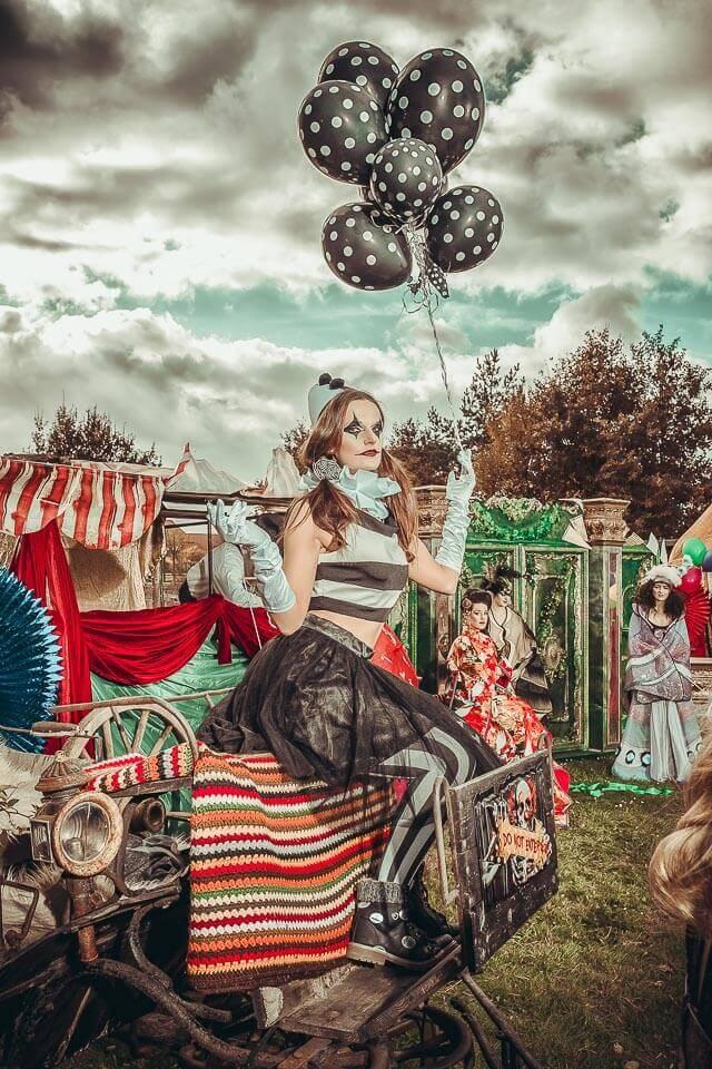 Fotograf-Fotostudio-Dresden-Zirkus-Shooting-Künstler-Artisten-Clown-Vorstellung-Styling-Make up-Unterhaltung-Ballons