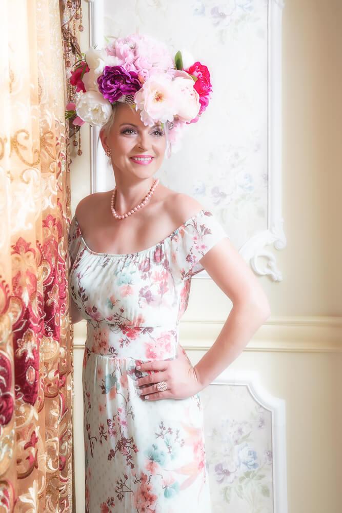 Fotograf-Fotostudio-Dresden-Barock-Styling-Make up-Dress-Kleid-Kopfschmuck-Blumen-Schmuck-Kette