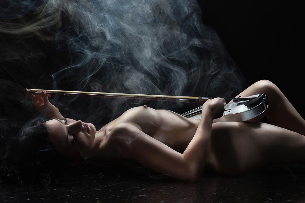 Fotograf-Fotostudio-Dresden-Erotik-Akt-Shooting-Styling-Make up-Violine-Instrument-Musik