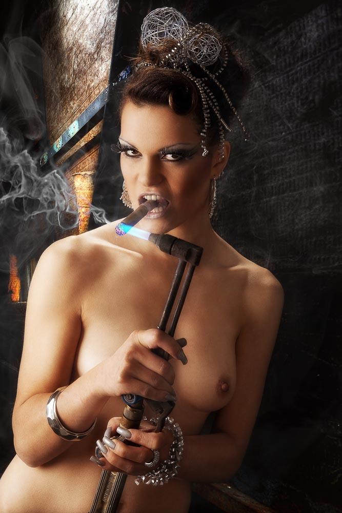 Fotograf-Fotostudio-Dresden-Erotik-Akt-Shooting-Styling-Kopfschmuck-Makeup-Private-Schmuck
