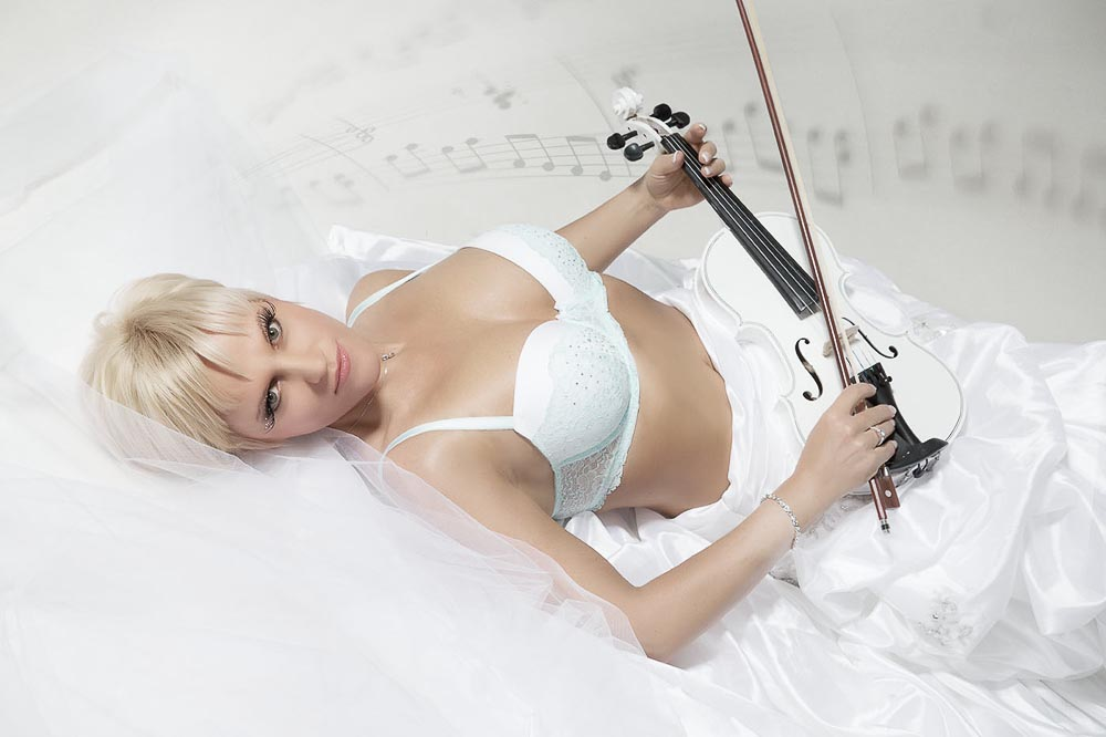 Fotograf-Fotostudio-Dresden-Erotik-Dessous-Shooting-Styling-Make up-Violine-Instrument-Musik