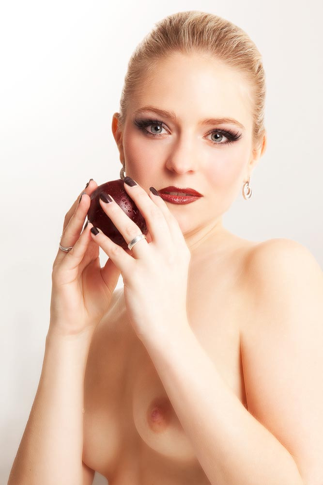 Fotograf-Fotostudio-Dresden-Erotik-Akt-Shooting-Styling-Spiel-Fruits-Make up-Private