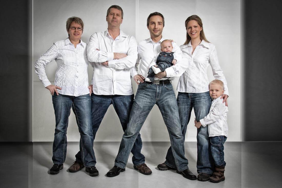 Fotograf-Fotostudio-Dresden-Familie-Fotos-Shooting-Erinnerungen-Kinder-Eltern-Generationen-Natürlichkeit-Liebsten-Professionell