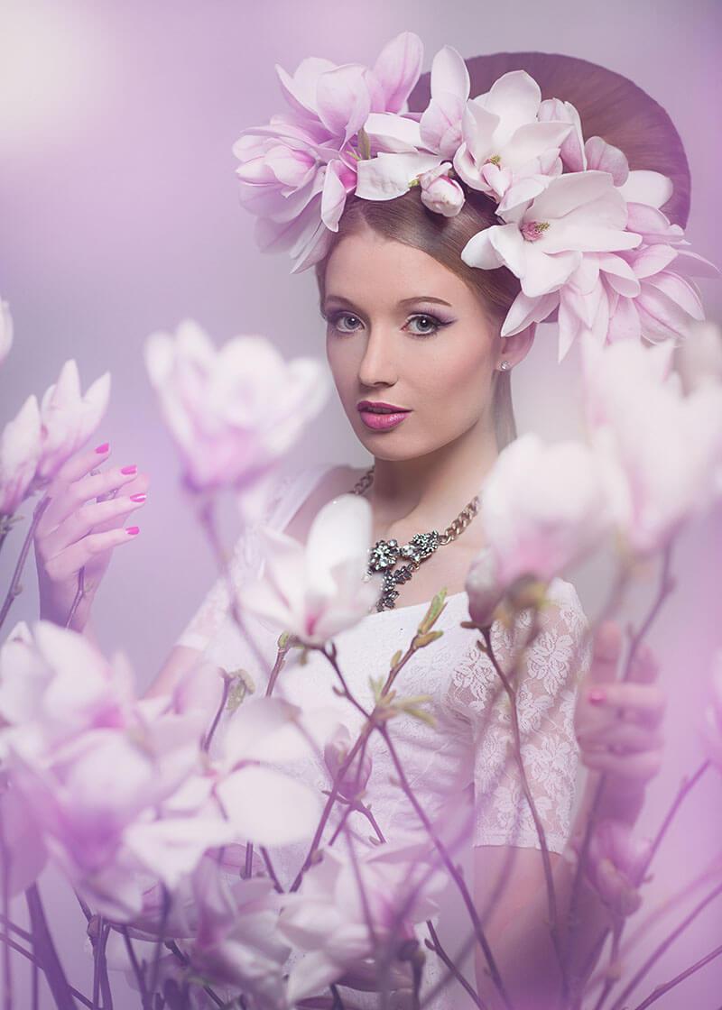 Portrait- Fotostudio-Dresden- Blumen-Magnolie 2-Dress-Shooting-Styling-Kopfschmuck