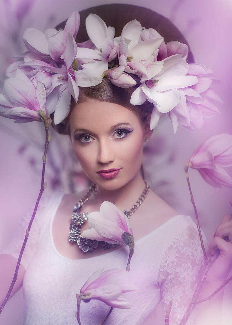 Portrait- Fotgraf-Fotostudio-Dresden- Blumen-Magnolie-Shooting-Styling-Kopfschmuck
