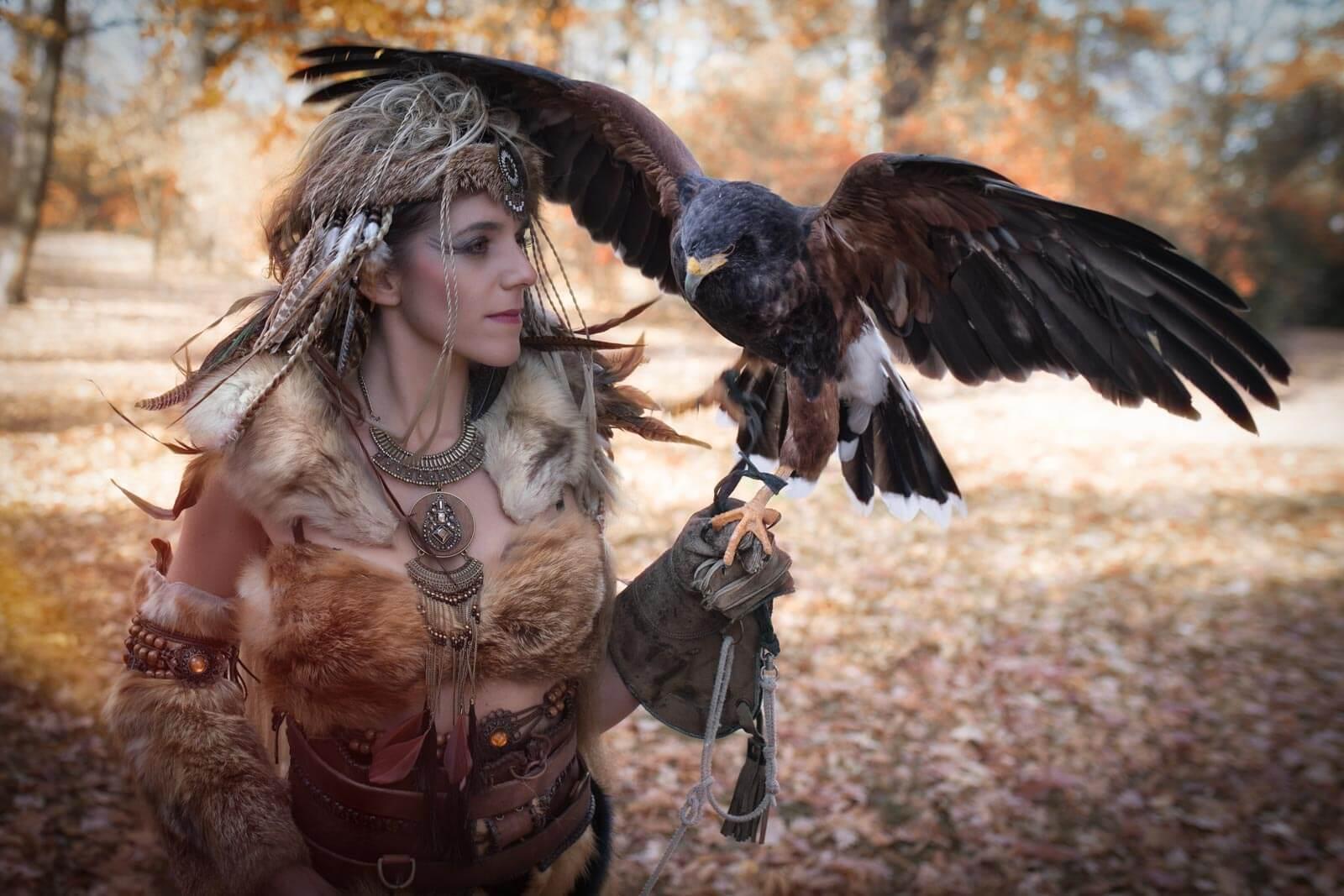 Fotostudio-Dresden-Fotograf-Shooting-Kostüm-Greifvogel-Tier-Natur-Styling-Make up