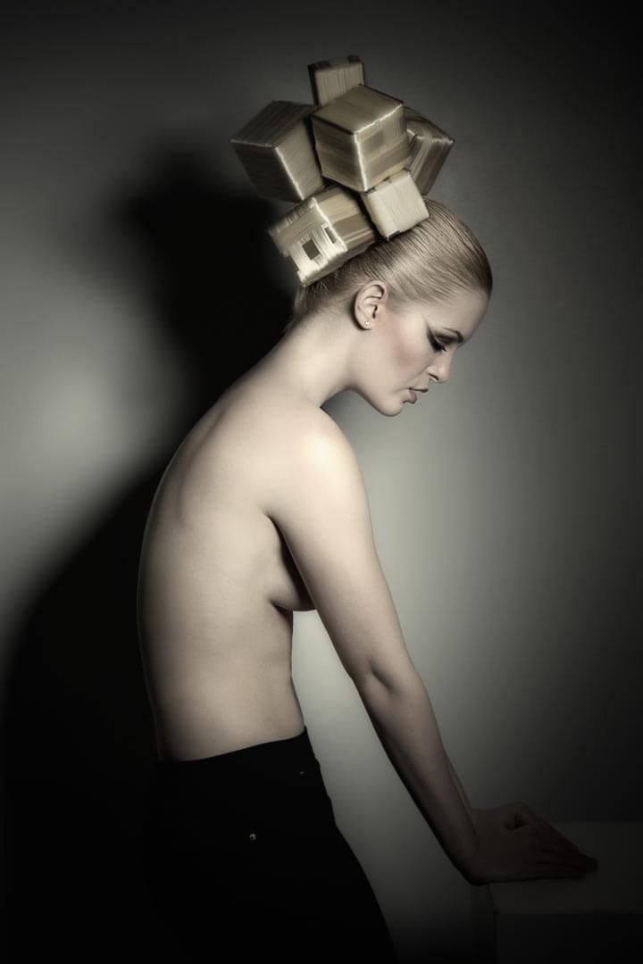 Fotograf-Fotostudio-Dresden-Haar-Design-Fantasie-Geometrie-Formen-Würfel-Styling-Make up-Ausdruck