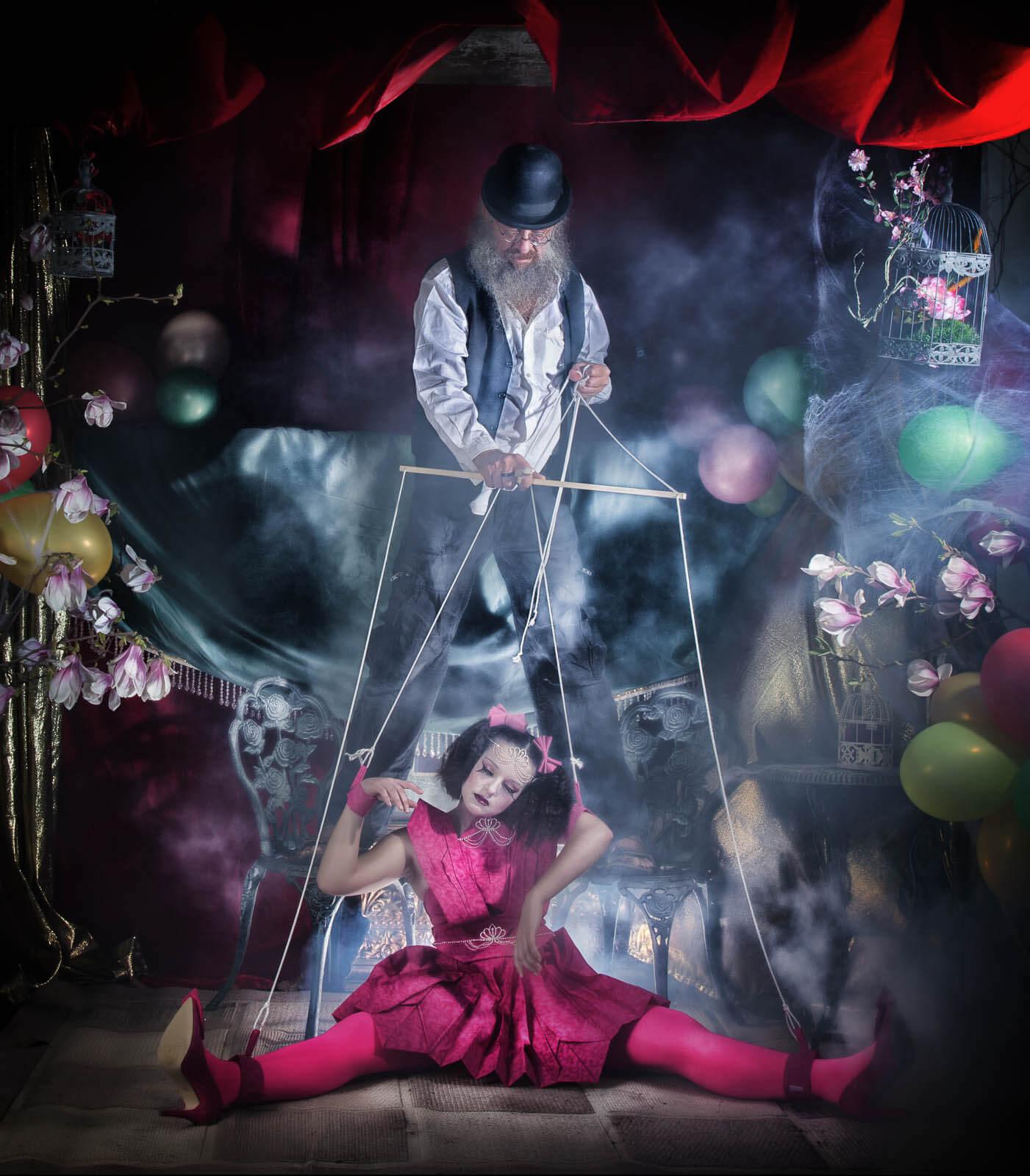 Fotograf-Fotostudio-Dresden-Marionette-Shooting-Theater-Luftballons-Puppenspieler-Kostüm
