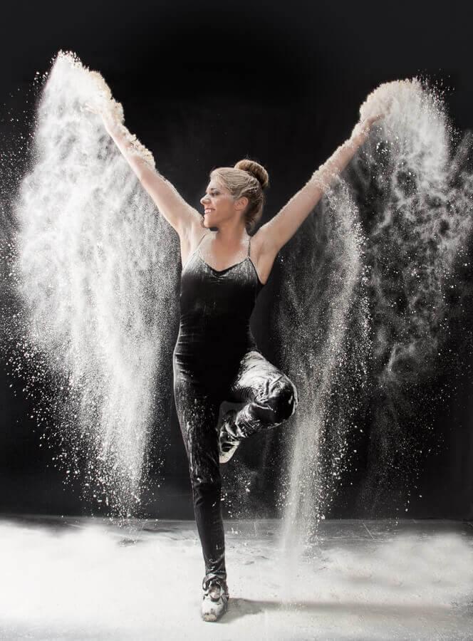 Fotograf-Fotostudio-Dresden-Mehl-Shooting-Pulver-Tanz-Inspiration-Bewegung-Body-Körper-Kunst-Make up