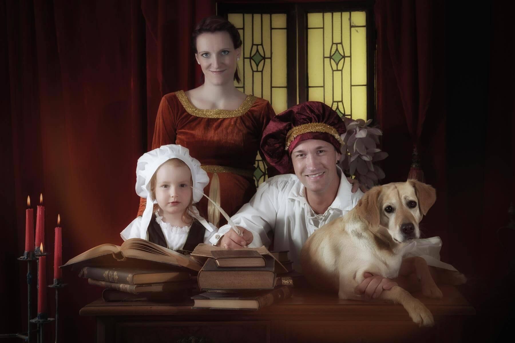 Fotograf-Fotostudio-Dresden-Mittelalter-Shooting-Geschichte-Epoche-Familie-Tiere-Bücher-Schmuck-Frisur-Styling-Gewand
