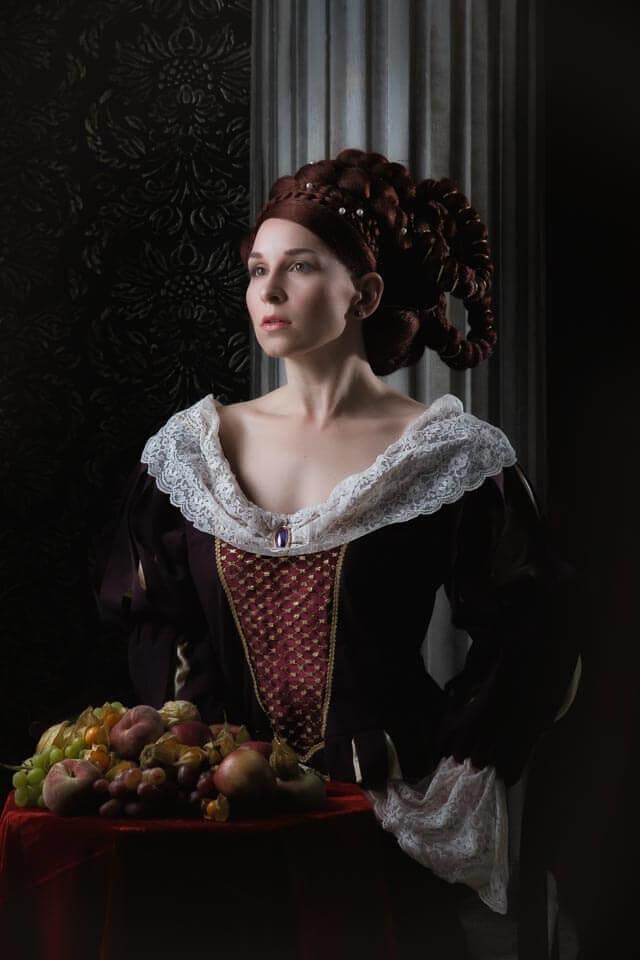 Fotograf-Fotostudio-Dresden-Mittelalter-Shooting-Geschichte-Epoche-Obst-Schmuck-Frisur-Styling-Gewand
