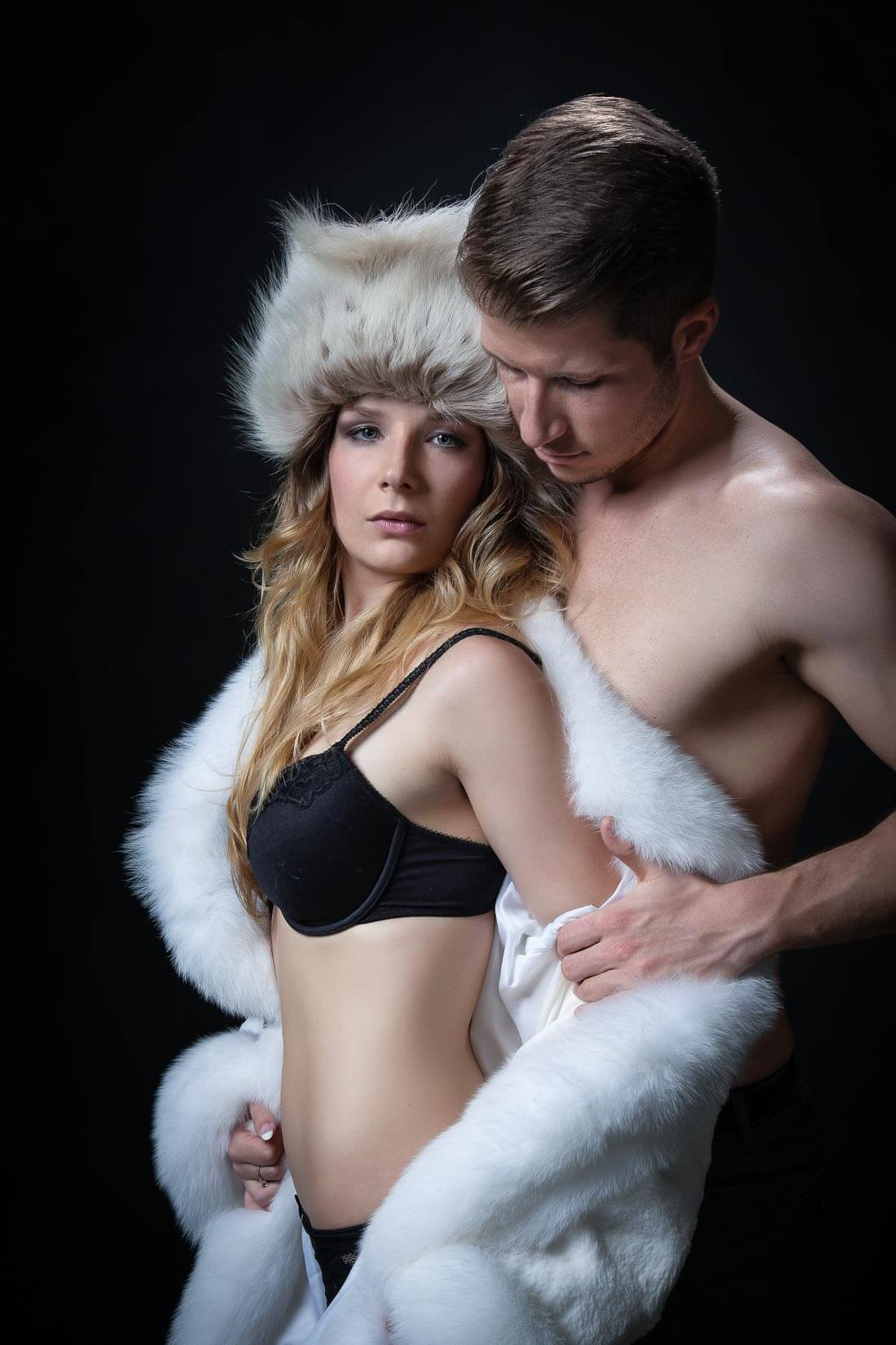Fotograf-Fotostudio-Dresden-Paar-Shooting-Harmonie-Liebe-Erotik-Dessous-Augenblicke-Berührungen-Szenen