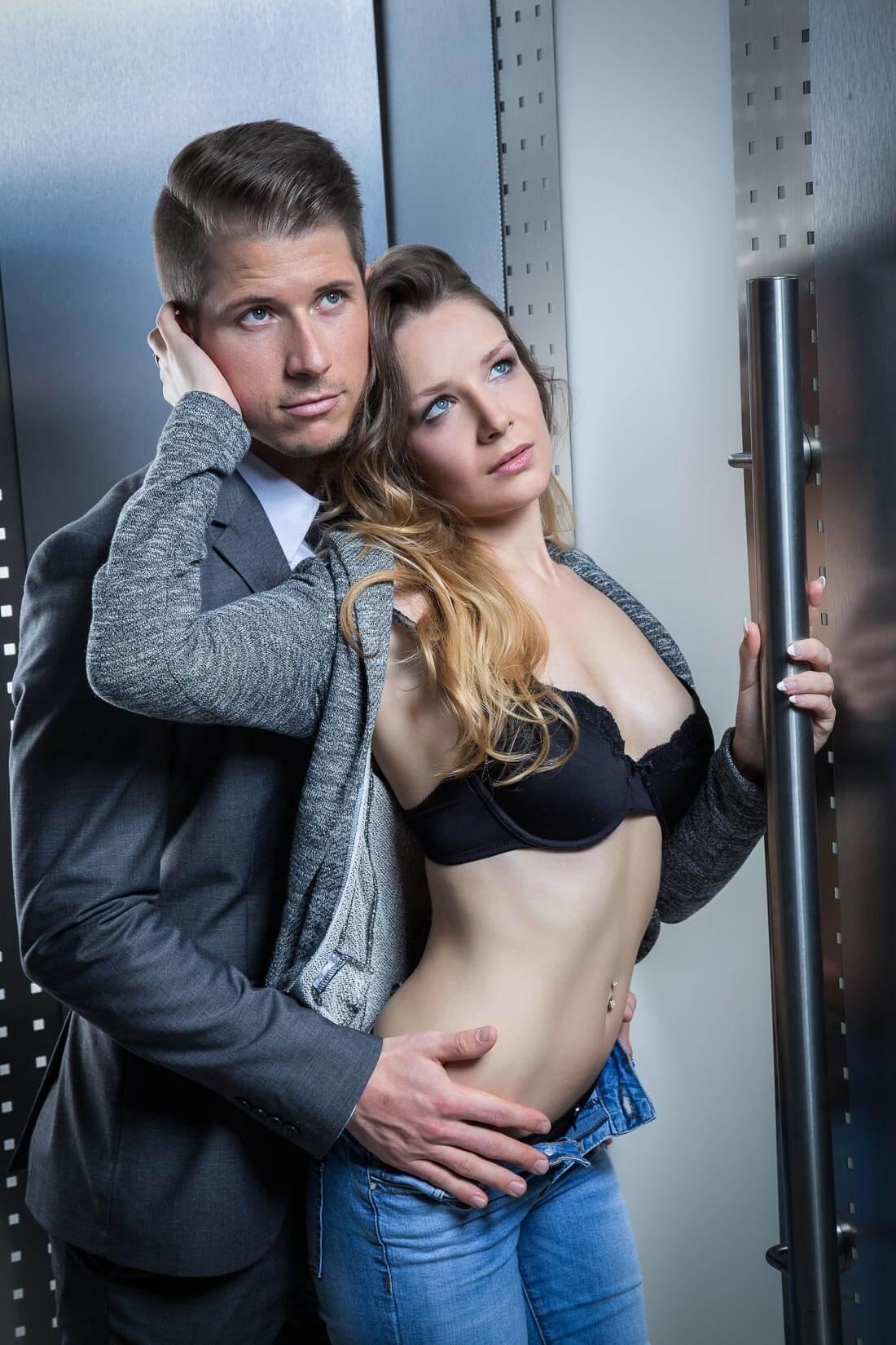 Fotograf-Fotostudio-Dresden-Paar-Shooting-Harmonie-Liebe-Erotik-Augenblicke-Berührungen-Szenen