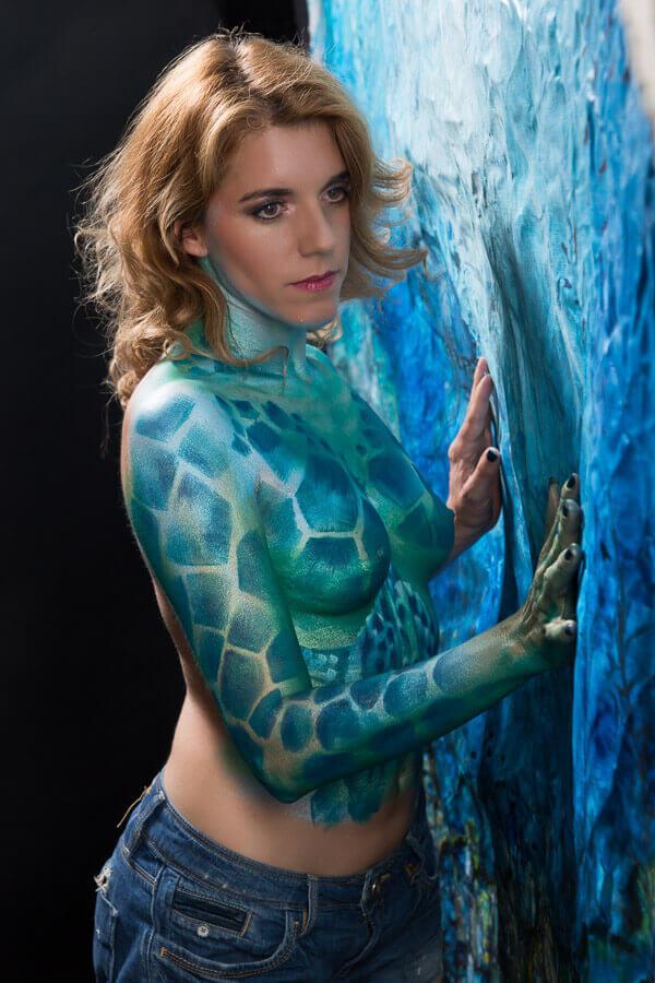Fotograf-Fotostudio-Dresden-Painting-Body-Leinwand-Blau-Wasser-Kunst-Farbe-Colourful-Styling-Make up