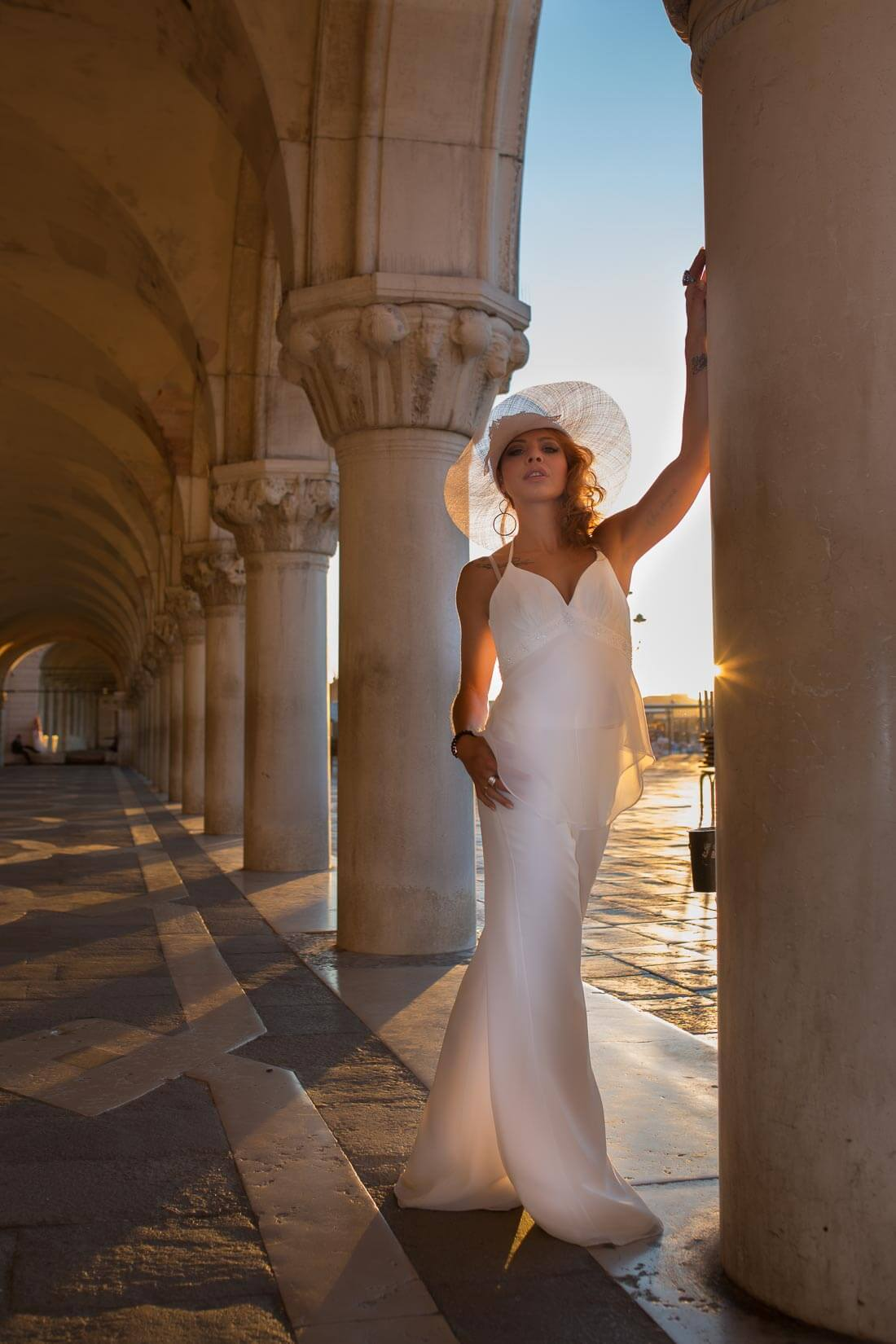 Fotograf-Fotostudio-Dresden-Venedig-Fashion-Markusplatz-Beauty-Styling-Dress-Hut-Kulisse-Italien-Sonnenaufgang