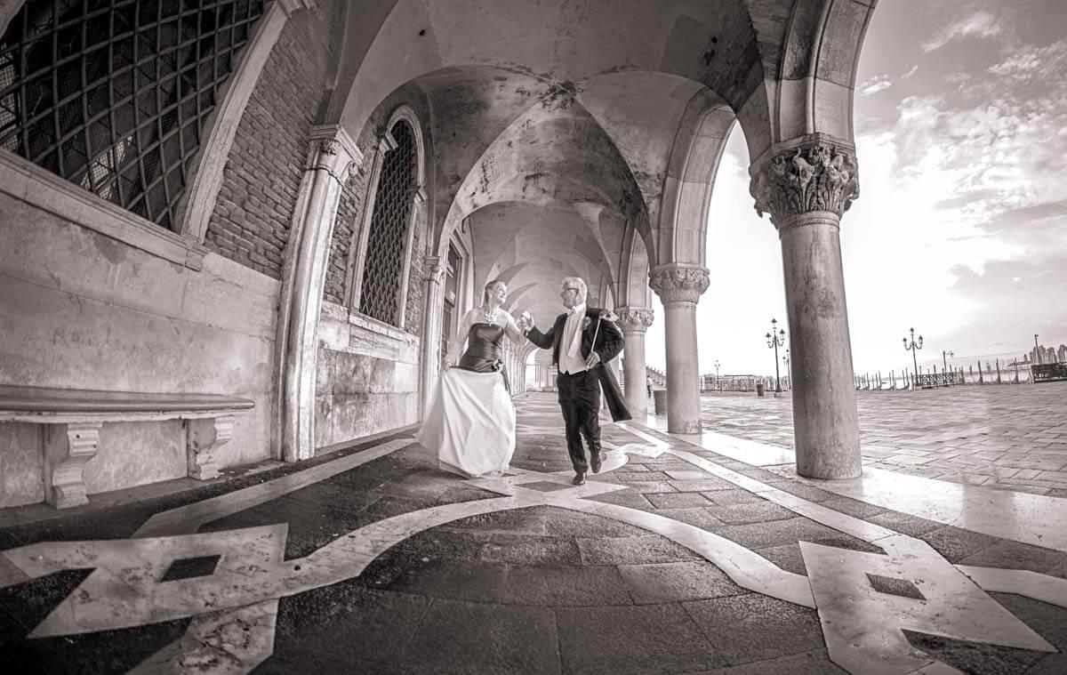 Fotograf-Fotostudio-Dresden-Venedig-Shooting-Italien-Paar-Kleid-Anzug-Kulisse-Ambiente-Maske