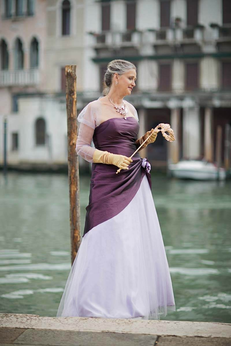 Fotograf-Fotostudio-Dresden-Venedig-Shooting-Italien-Paar-Kleid-Anzug-Kulisse-Ambiente-Maske-Canal
