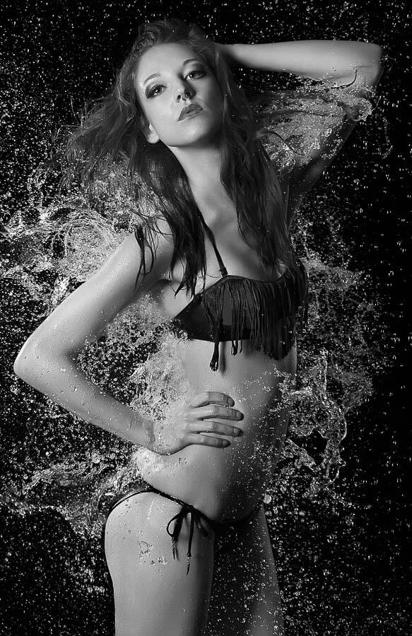 Fotograf-Fotostudio-Dresden-Wasser-Flüssigkeit-Shooting-Make up-Element-Körper-Spaß-Erotik